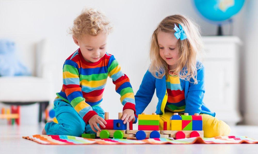 Cómo enseñar a tus hijos a compartir